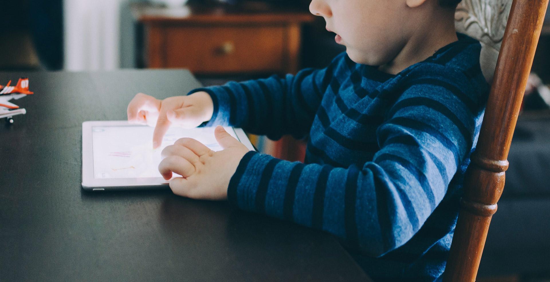 Sobreexposición a pantallas, adictos a la tecnología